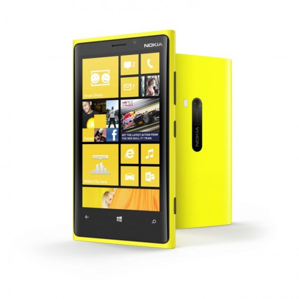 700-nokia-lumia-920-yellow-2-devices